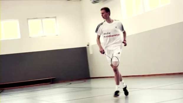 Viktor Axelsen visiting adidas Headquarters.mp4_000099400