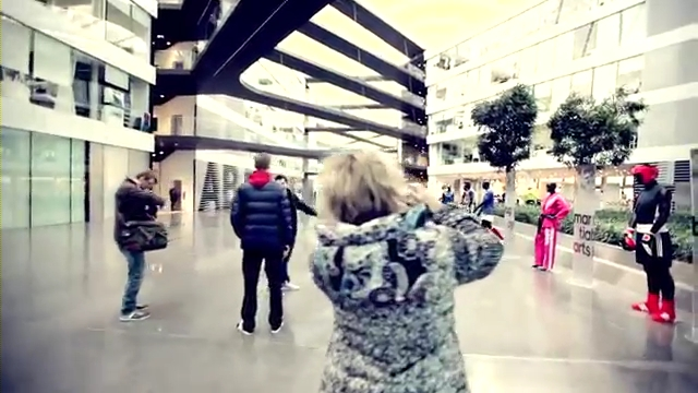 Viktor Axelsen visiting adidas Headquarters.mp4_000155800