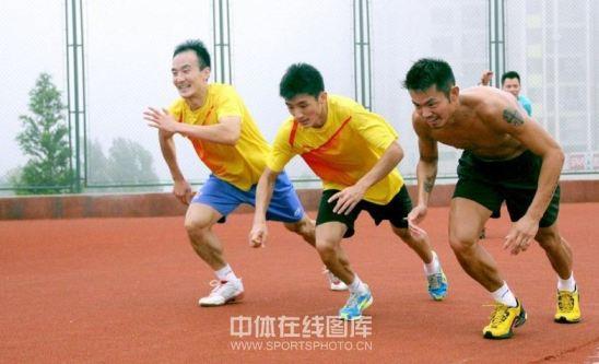 pemain-pemain-putra-china-sedang-adu-sprint
