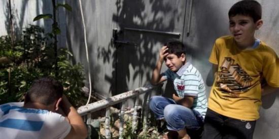 keluarga-palestina-menangisi-keluarga-mereka-yang-tewas-dalam-agresor-israel-di-gaza