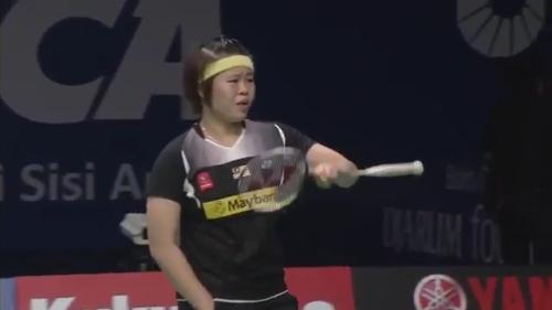 R16 - BCA Indonesian Open 2014 - Ratchanok Intanon vs Tee Jing Yi.mp4_000069480