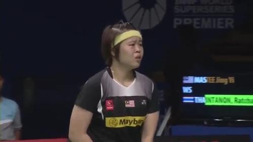 R16 - BCA Indonesian Open 2014 - Ratchanok Intanon vs Tee Jing Yi.mp4_000070440