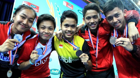 rosyita-eka-putri-sari-apriani-rahayu-anthony-sinisuka-ginting-clinton-hendrik-kudamasa-dan-muhammad-rian-ardianto-badmintonindonesia2